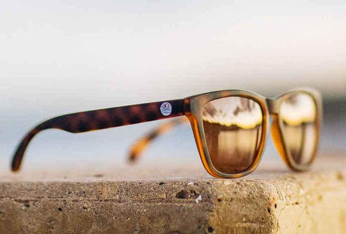 Солнцезащитные очки Sunski Madronas, стоимость которых - 55 долларов.