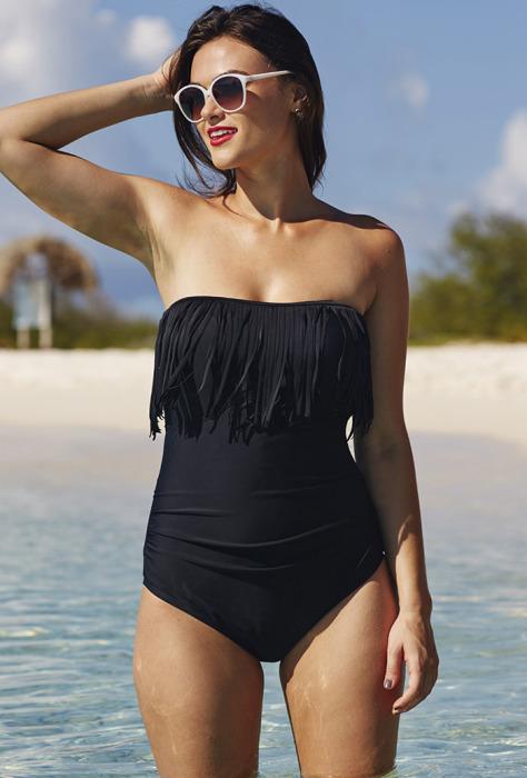 Слитный купальный костюм от бренда Swimsuits for All - Tropiculture Eclipse Fringe Bandeau/Halter Swimsuit, стоимость которого - 46 долларов.