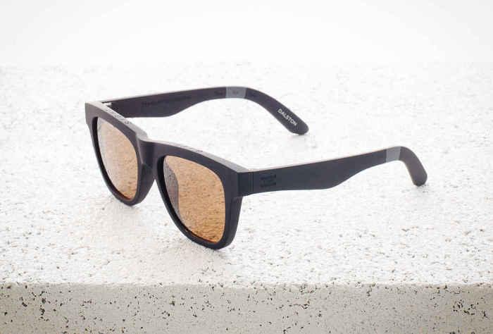 Солнцезащитные очки TRAVELER by TOMS Dalston, стоимость которых - 68 долларов.