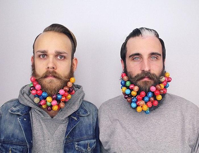 Сладкая борода из конфет на палочках с разными вкусами.