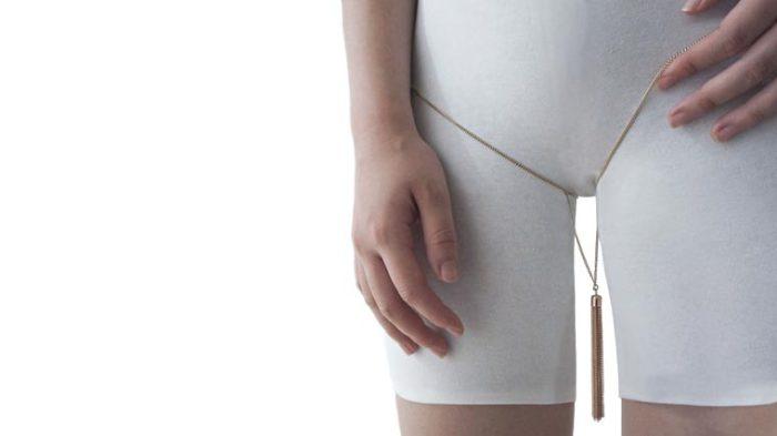 Против слепого следования навязанным идеалам красоты выступила дизайнер из Сингапура Су Кунь Бэ (Soo Kyung Bae).