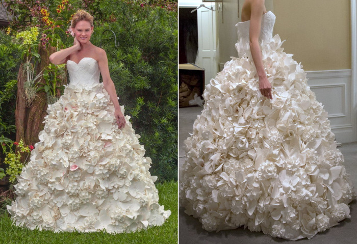 Восхитительное свадебное платье с пышной юбкой из четырех с половиной тысяч лепестков, которые вырезаны и склеены вручную.