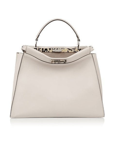 Универсальная сумка для Дев от итальянского дома моды «Фенди» («Fendi»), стоимость - 4 тысячи 700 долларов.