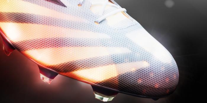 Шипованные бутсы adizero 99g -  самые легкие кроссовки в мире.