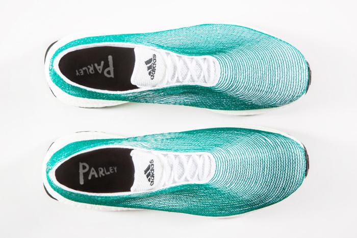 Новинка от всемирно известного спортивного бренда Adidas: кроссовки, сделаные из мусора и пластиковых отходов, поднятых со дна океана.