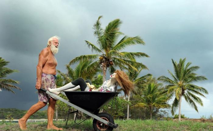 Современный Робинзон из Австралии уже 24 года живет на необитаемом острове.
