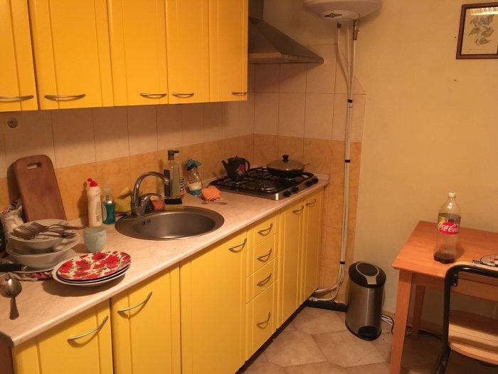 Кухня в квартире 32-летнего россиянина по имени Иван.