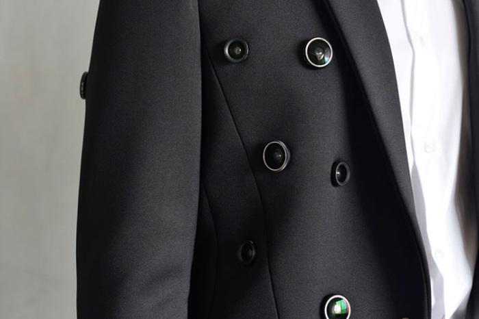 Оригинальный пиджак с пятьюдесятью видеокамерами от корейского дизайнера Shinseungback Kimyonghun (Шинсюнбэка Кимёнхуна).