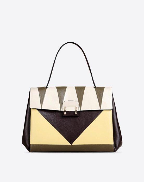 Сумка с геометрическим рисунком для Близнецов от известного итальянского дизайнера Валентино (Valentino), стоимость - 2 тысячи 970 долларов.