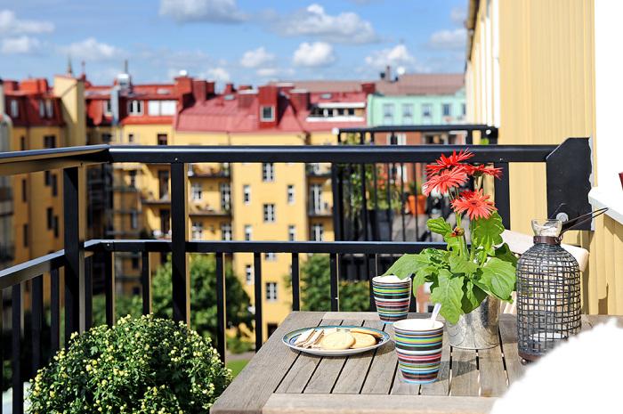 Как легко и просто обустроить балкон или лоджию.
