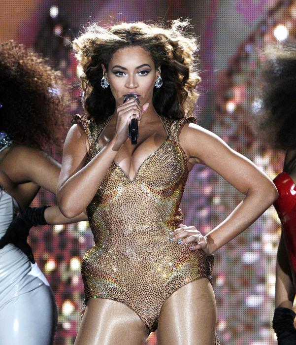 Бейонсе (Beyonce) - американская певица в стиле R'n'B, музыкальный продюсер, актриса, танцовщица и модель.