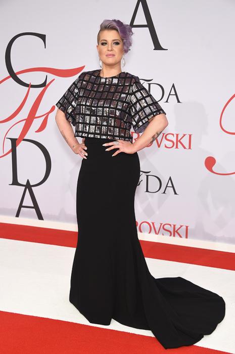 Эксцентричная Келли Осборн (Kelly Osbourne) встречала гостей на красной дорожке CFDA Awards-2015.