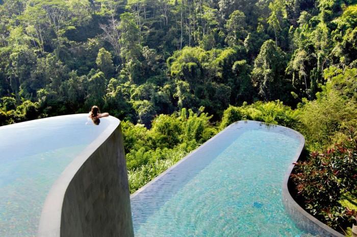 Еще один бесконечный бассейн, который находится в отеле Hanging Gardens Ubud Hotel in Bali, расположенном на острове Бали в Индонезии.