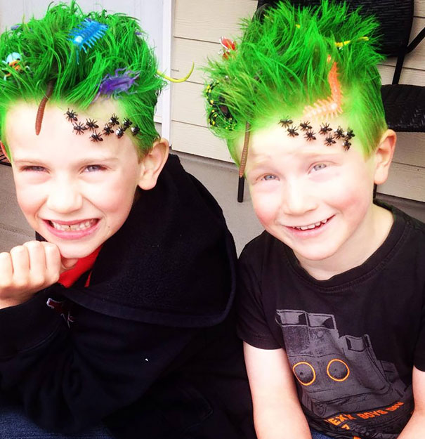 Смешные прически для мальчишек, имитирующие жизнь букашек в зеленой траве.