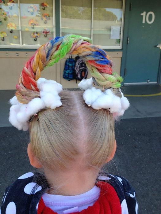Радуга на волосах - необычная и очень красочная прическа.