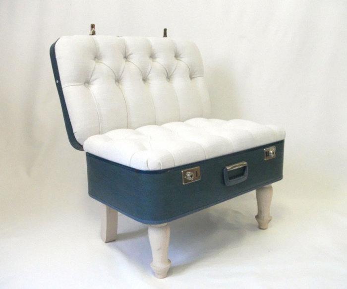 Кресло в форме открытого чемодана