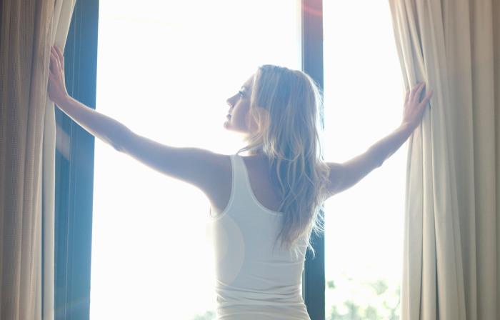 Несколько советов, которые помогут женщинам иметь бодрый вид сразу после пробуждения.
