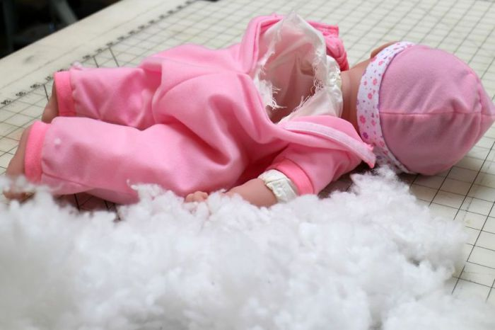 Детская игрушка превращается в сосуд с жидкостью.
