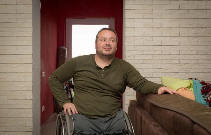 Вячеслав Минчанин - инвалид, который собственноручно построил свой дом.