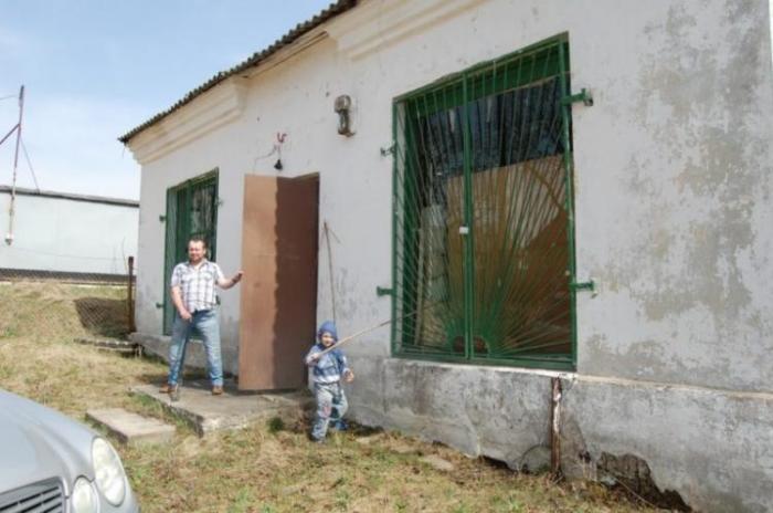 Несколько лет назад Вячеслав Минчанин купил старый магазин в деревне Котяги под Минском.