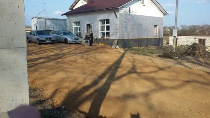 В деревне Котяги под Минском старый магазин превратился в жилой дом.