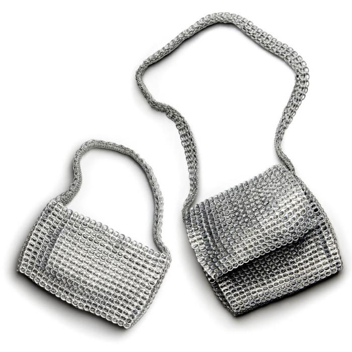 Чешуйчатые сумки из колечек от алюминиевых банок.
