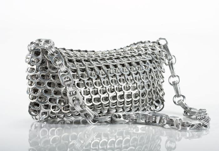 Необычные сумки из алюминия.