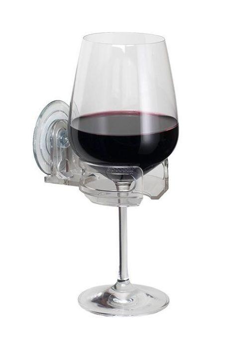 Держатель на присоске - особо актуальная вещь для любителей выпить бокал вина, лёжа в ванной.