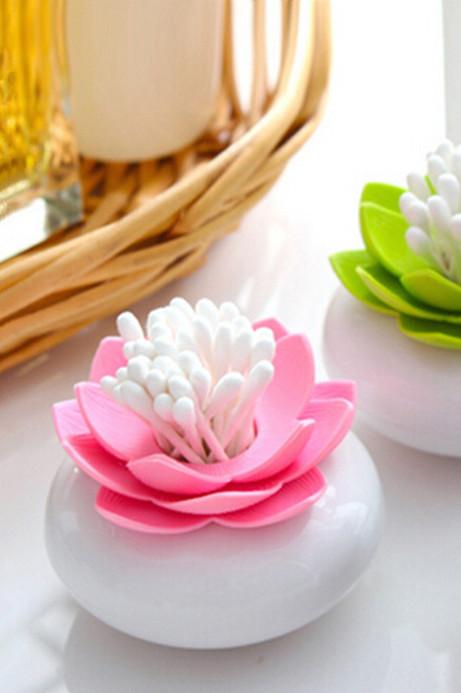 Ватные палочки можно хранить в красивой подставке в виде цветка лотоса.