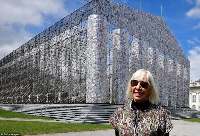Марта Минухин (Marta Minujin) - аргентинская художника, автор книжного Парфенона.