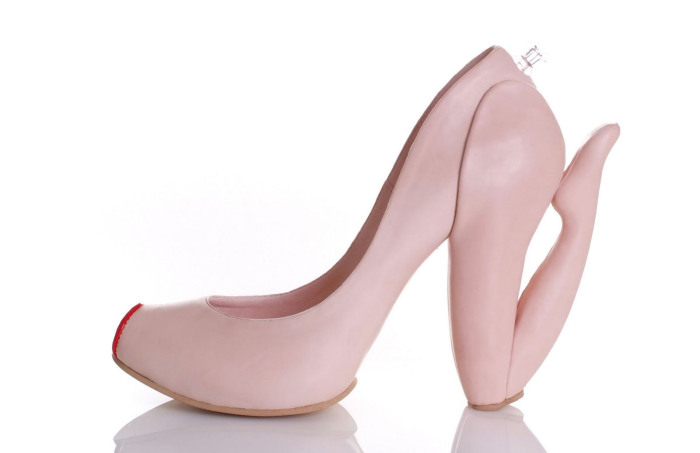 Туфли в виде надувной женщины.