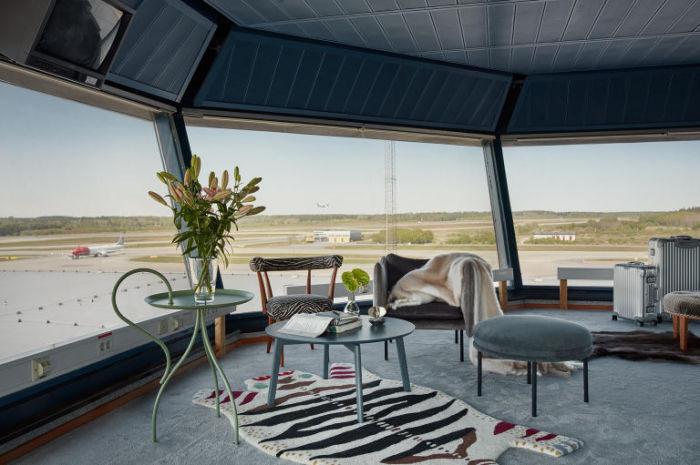 В Стокгольме в аэропорту Арланда из помещения башни управления воздушным движением сделали изумительную квартиру.