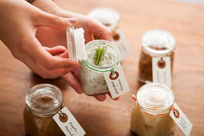 Скрабы, сделанные из натуральных продуктов, - самое полезное очищающее средство для кожи.