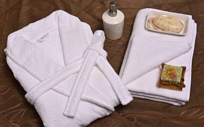 В люксовых отелях махровые халаты и полотенца меняют каждый день.