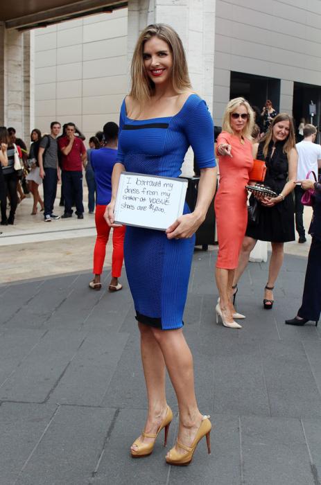 Эта девушка позаимствовала платье у своей сестры. А туфли стоят тысячу долларов.