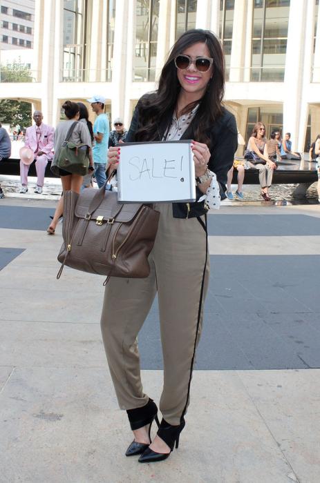 Эта жительница Нью-Йорка одевается на распродажах.
