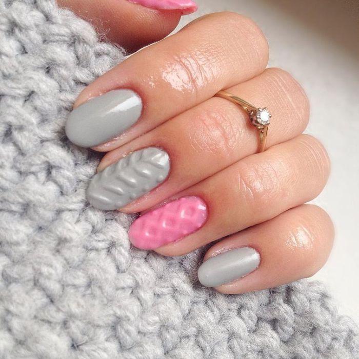 Нарощенные ногти, напоминающие вязку теплых свитеров, - новая модная тенденция в маникюре.