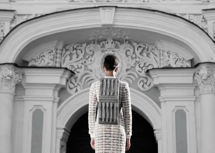 Украинский дизайнер Константин Кофта (Konstantin KOFTA) презентовал коллекцию восхитительных кожаных сумок и рюкзаков в стиле барокко.