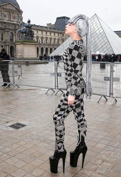 Леди Гага стала одной из достопримечательностей Парижа.