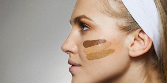 Цвет тонального средства должен сливаться с цветом кожи или быть чуть-чуть темнее.