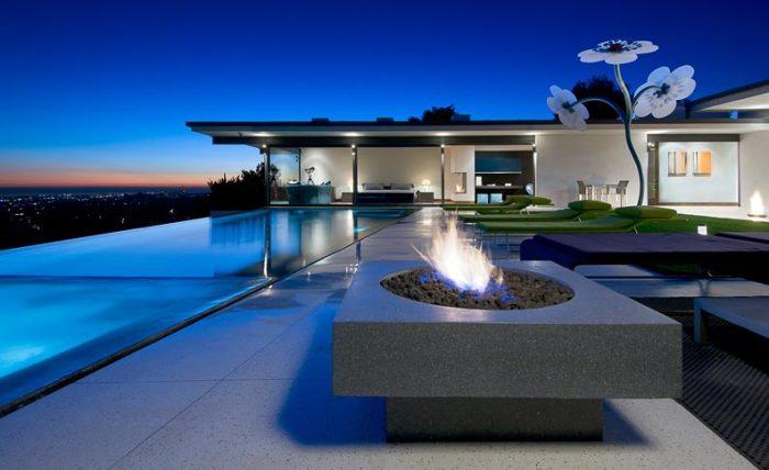 Восхитительный особняк на Голливудских холмах, принадлежащий звезде телесериала «Друзья» («Friends»).