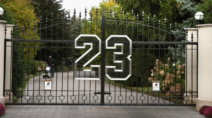 «23» - счастливый номер Майкла Джордана.