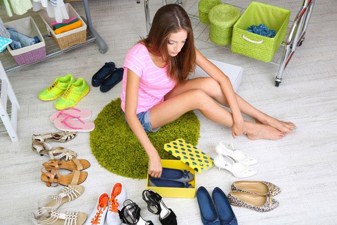 Стильные женщины всегда хорошо ориентируются, в какой ситуации обязательно нужно надеть каблуки, а когда уместнее будет плоская подошва.