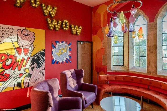 Некоторые помещения офиса оформлены в стиле поп-арт.