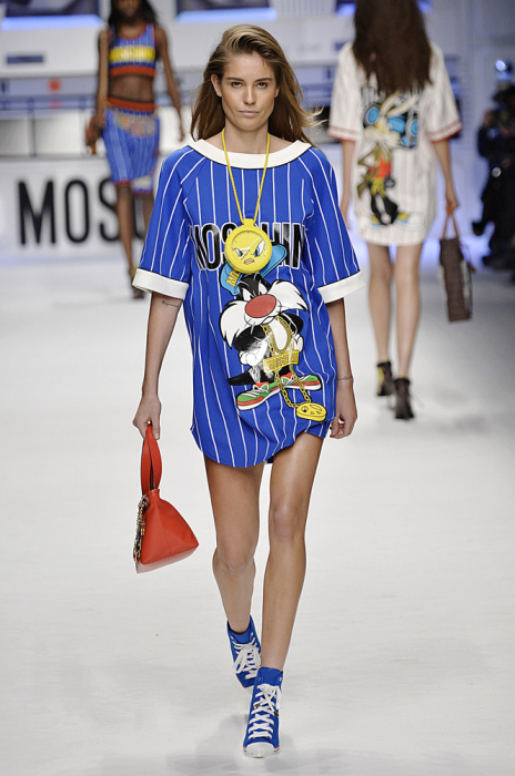 На Неделе моды в Милане дизайнер порадовал поклонников мультсериала Веселые мелодии