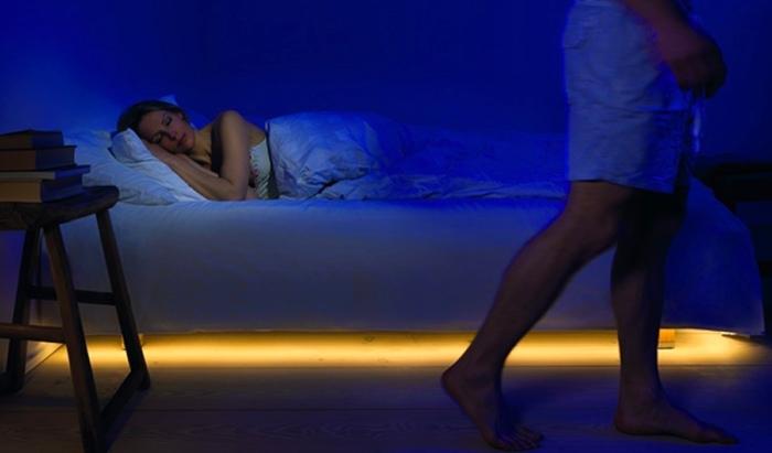 LED-подсветка на светодиодной ленте поможет моментально осветить комнату.