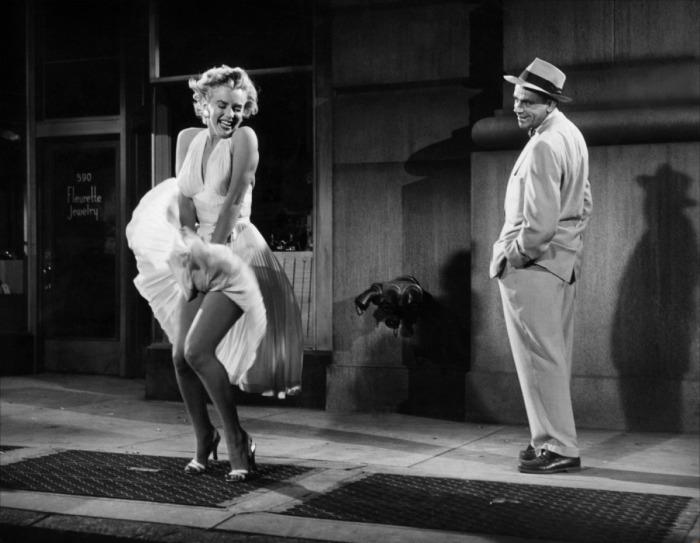 Потрясающая актриса Мэрилин Монро в роли Девушки из фильма Зуд седьмого года (1955 год).