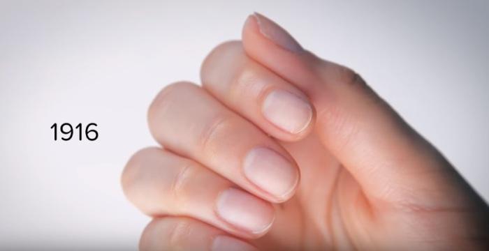 В начале двадцатого века было принято коротко стричь ногти и ничем их не покрывать.