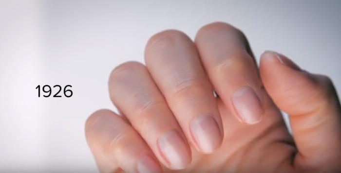 В двадцатые годы прошлого столетия на ногти стали наносить покрытие.