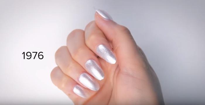 В семидесятых годах двадцатого века самыми модными были ногти серебристого цвета.